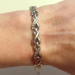 Jewelry - Beautiful Magnetic Therapy Bracelet